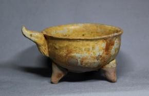 漢灰釉(自然釉)耳付三足盃   漢時代