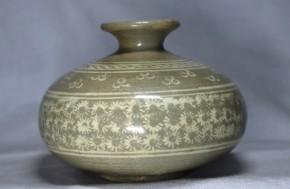 高麗青磁白象嵌徳利   李朝時代初期