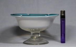 縁青乳白暈し五弁輪花形氷コップ(3)   明治~大正時代  本物保証