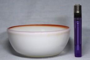 縁赤乳白暈し円形平底形小鉢   明治~大正時代  本物保証
