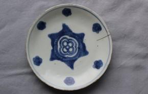 明朝の染付皿   中国明朝成化年間(15世紀後半)