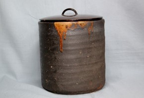 瀬戸黒釉柿釉水指   江戸時代中期
