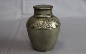 薩摩錫器菊花図古錫製茶壺  鹿児島高山製  中蓋付